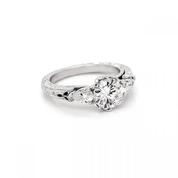 Celtic Trinity Knot Antique Ring R3061VENW