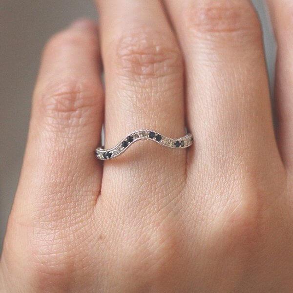 Antique style diamond and sapphire wedding ring OroSpot