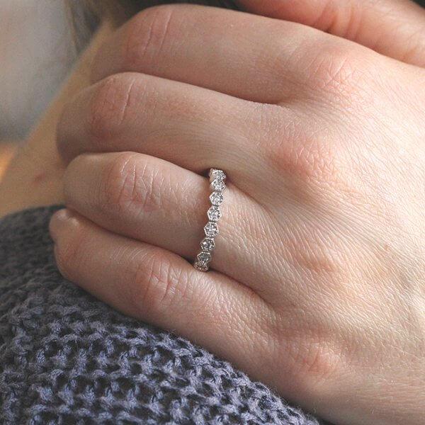 Contemporary Hexagon Diamond Eternity Ting OroSpot