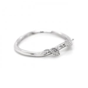 Delicate leaves curved wedding ring OroSpot