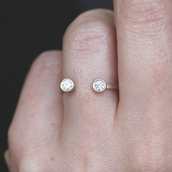 Dual stone ring moissanite