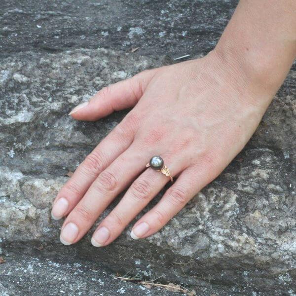 Elegant organic pearl ring by OroSpot