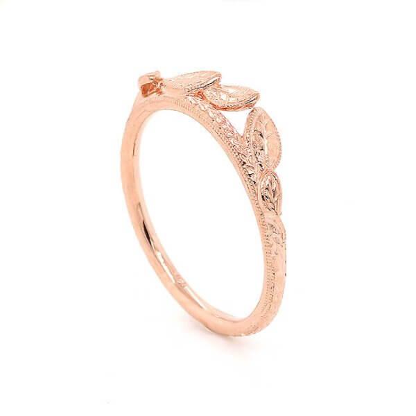 Leaf engraved wedding ring gold by OroSpot