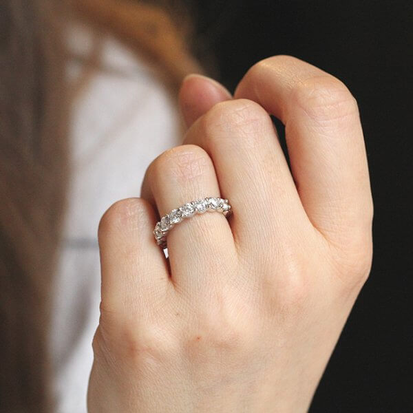 Modern diamond wedding ring with shared prongs by OroSpot