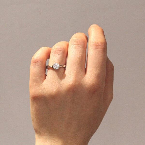 Romantic Elegant Moissanite engagement ring