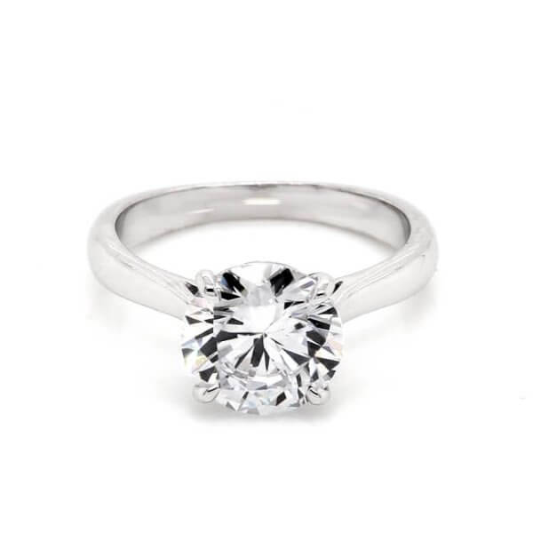 Solitaire Classic Moissanite Engagement Ring