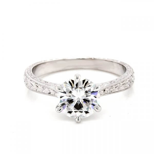 Solitaire Vintage moissanite ring