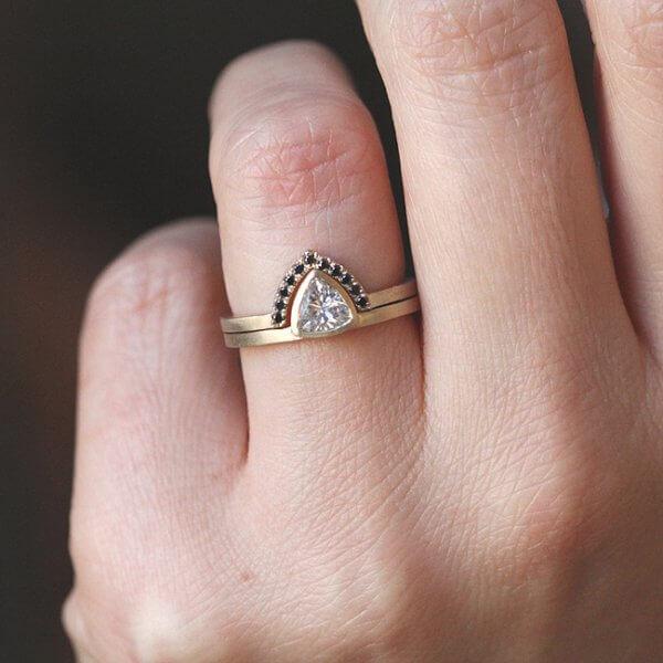 V Nesting Ring Gold and Diamonds