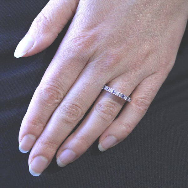 engraved altenating gemstones and diamonds band