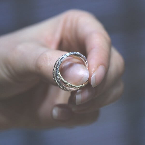 interlocked gold wedding rings