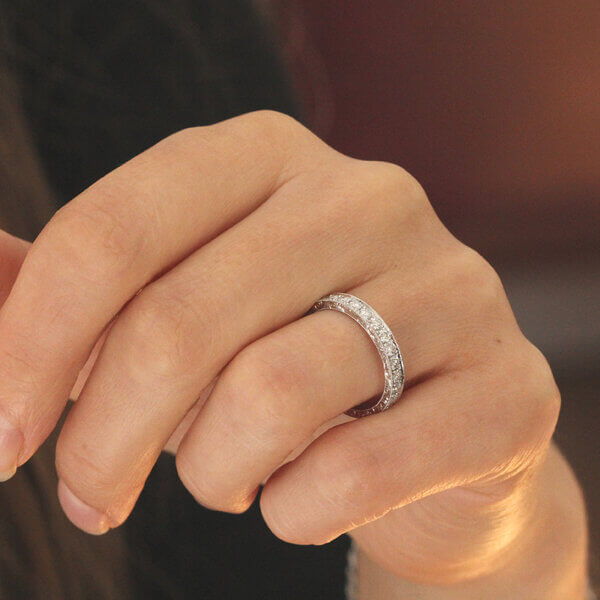 Hand carved diamonds wedding ring by OroSpot