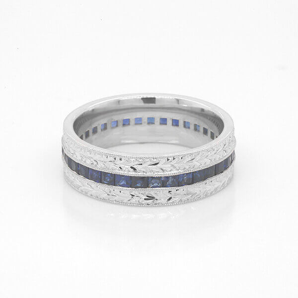Hand engraved wedding ring for guys by OroSpot