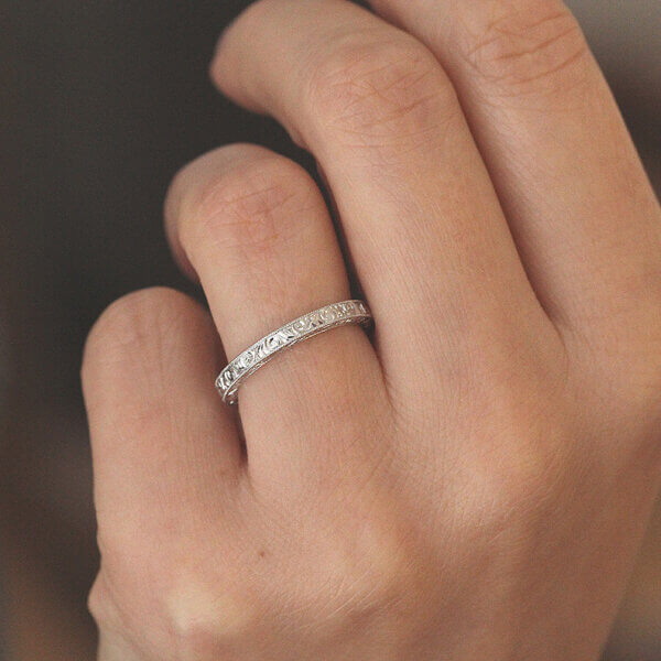 Hand etched vintage wedding ring by OroSpot