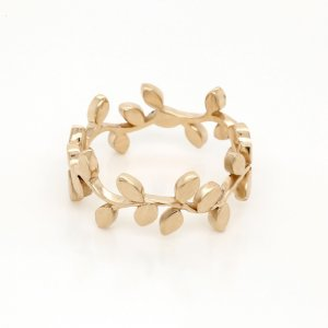 Leaf nature inspired gold wedding band by OroSpot